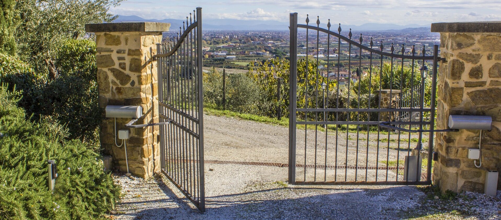 Image of our previous electric and automatic gate work in the Gold Coast